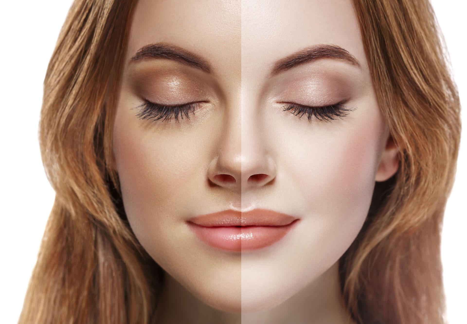 En kvinna visar skillnaden på sin hy innan och efter spray tan